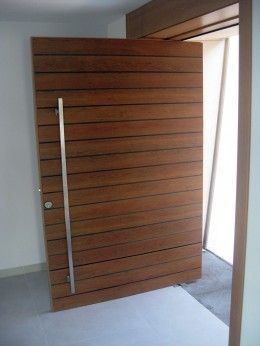 Como garantizar la seguridad de la puerta de entrada a casa for Puertas de ingreso principal casas